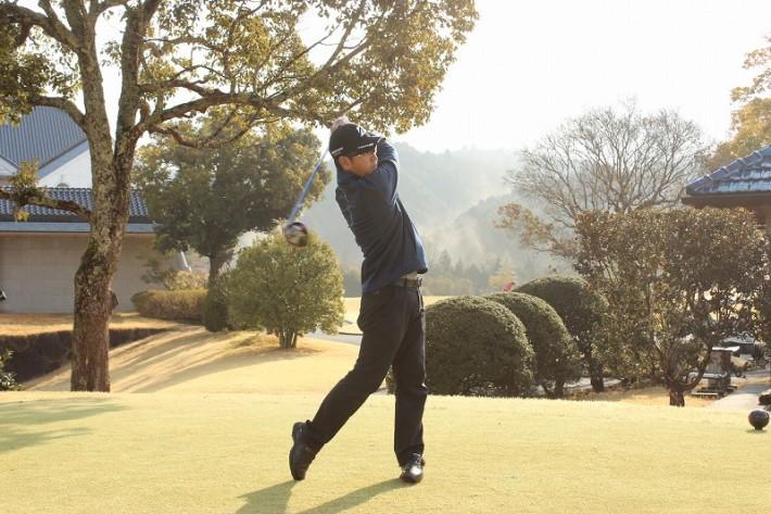 男子プロ懇親ゴルフ会を開催しました!